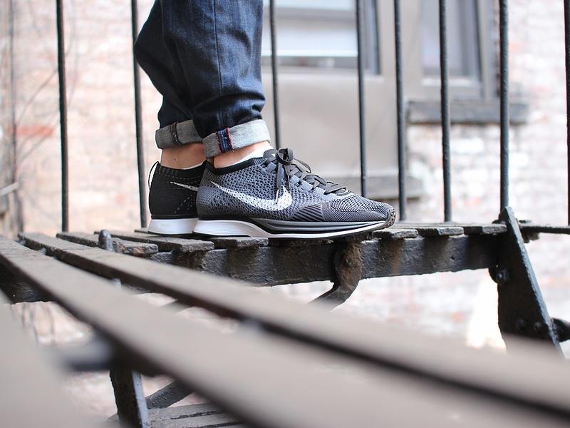 Nike Flyknit Racer Grau