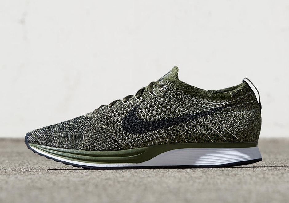 ea59235232206a Nike und Foot Locker werden den Olive Green ab 9 Uhr in ihren Online-Stores  verkaufen.