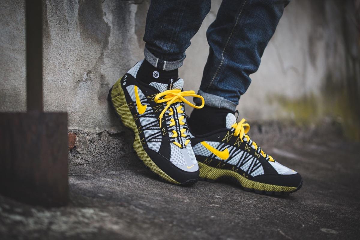 """Das raue schottische Klima war Hanon wieder einmal Vorlage und Inspiration  für ein Sneaker-Design. Genau genommen sollen im adidas New York """"Dark  Storm"""" die ... c8aa4f49ce"""