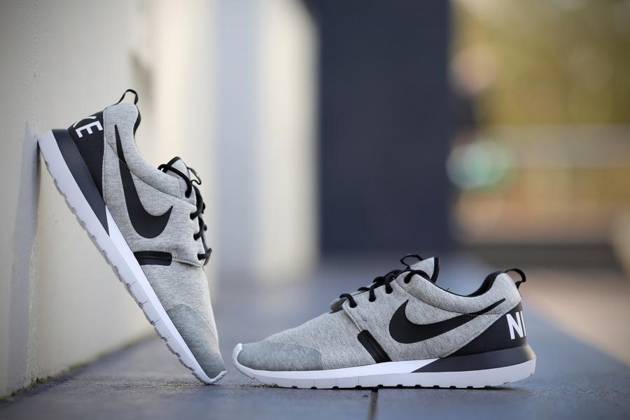 Nike Rosherun Hyperfuse schwarz mit bunter Sohle
