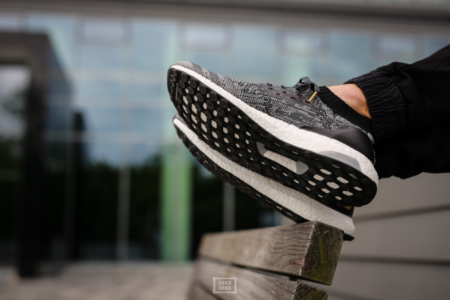 UltraBoost Uncaged-12