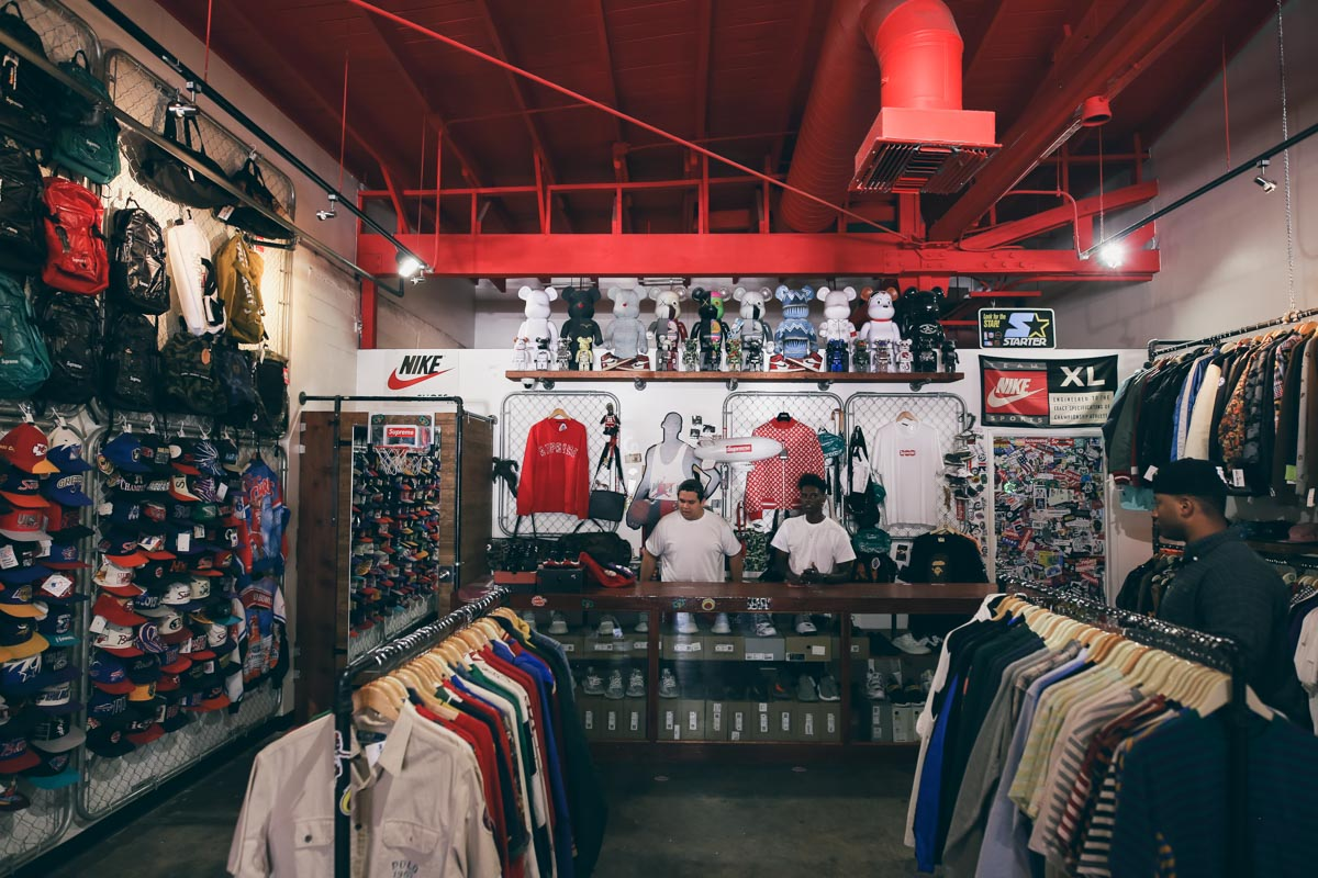 Los Angeles Store Guide-27
