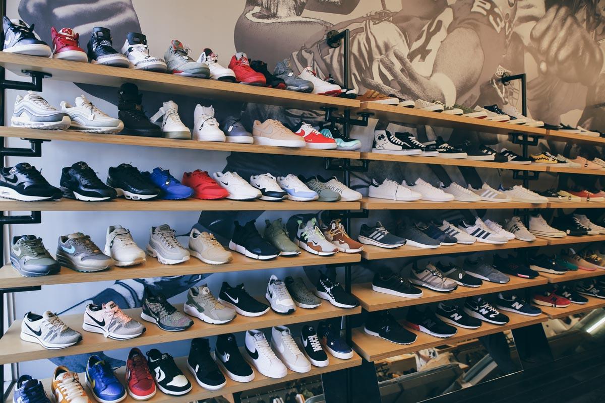 d66889b1997a Sneaker-Zimmer.de   Around the world