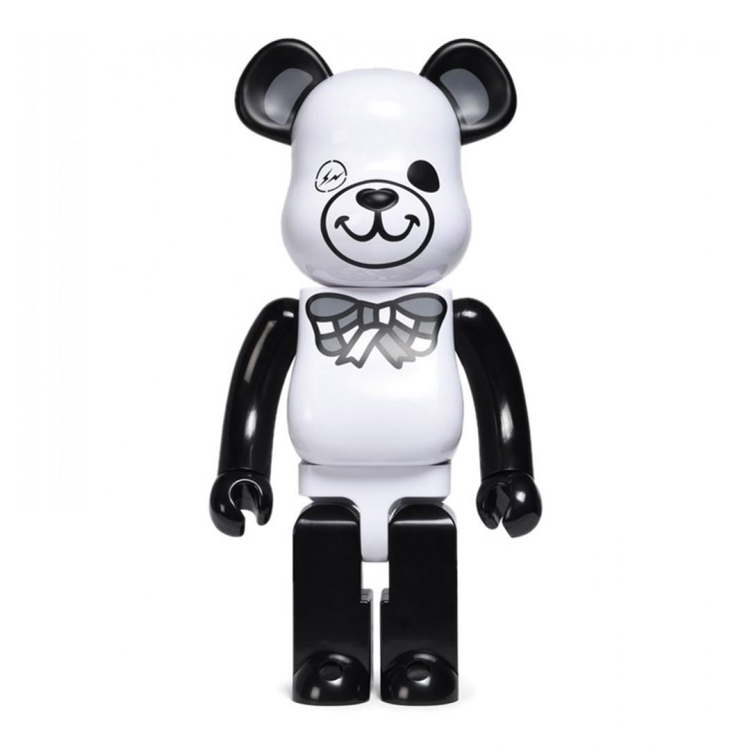 medicom-1000-nike-sb-beatrbrick-toy-white-black-kkmd1000fragwhiteblack-1