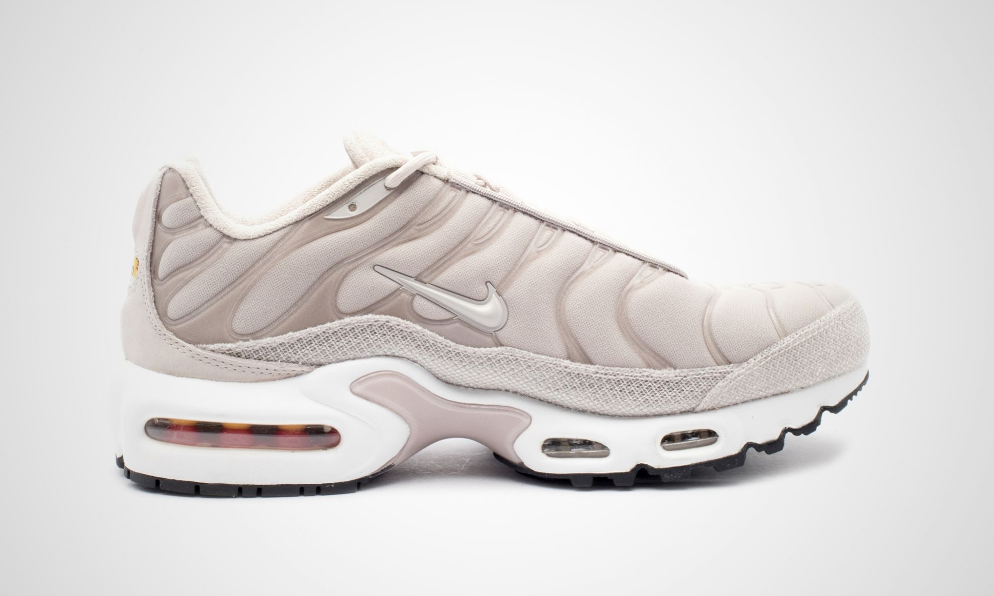 nike-848891-200-wmns-air-max-plus-prm-3