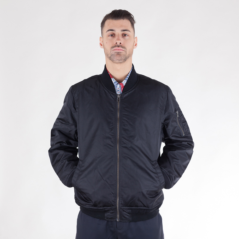 stussy-flight-satin-bpmber-jacket-black-01