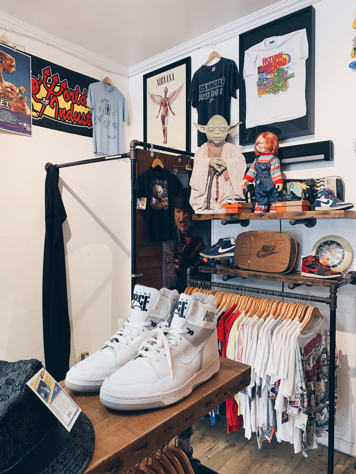 Los Angeles Store Guide